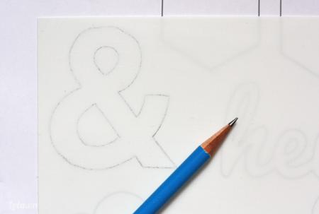 Tải mẫu mô hình chữ mà bạn muốn làm xuống và vẽ lên bìa mô hình