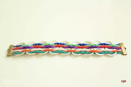 Làm tương tự cho đến khi đạt chiều dài mong muốn rồi dùng kẹp đầu gắn vào đầu còn lại của dây cói