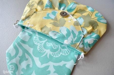 May dính nắp túi lên trên miếng vải này nhé, cuối cùng thì bạn chỉ cần may nối 2 mặt túi lại với nhau