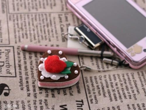 Móc đeo điện thoại hình trái tim nở hoa xinh xắn