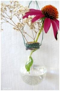 Sản phẩm hoàn thành đây, nhớ mua hoa khô về chưng cho được lâu nhé