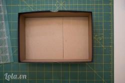 Chuẩn bị một thùng hộp giấy kích thước mà bạn muốn, bạn nên lấy những hộp đựng giày dép là có nhé