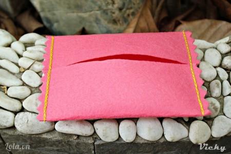 Chỉ vài bước đơn giản là có ngay túi đựng khăn giấy xinh xinh rùi nhé!