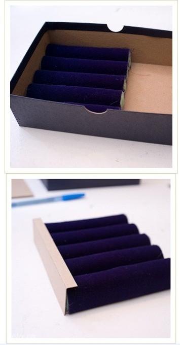 Bỏ khay xốp vừa làm xong vào hộp để đo các góc cạnh như hình  Sau khi đo xong các góc cạnh của hộp bạn bọc vải lại và dán chúng lại với nhau, như vậy