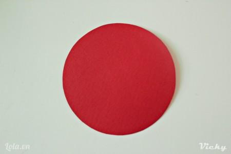 Cắt 1 vòng tròn màu đỏ
