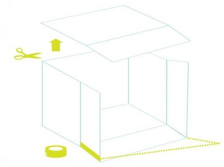Đặt hộp giấy ở trạng thái mở vuông góc với sàn nhà, cắt rời phần trên cùng của thùng giấy và đặt sang một bên ( tí nữa sẽ dùng tới bạn nhé ) , bạn dùng băng keo dán dính những nắp thùng còn lại với nhau