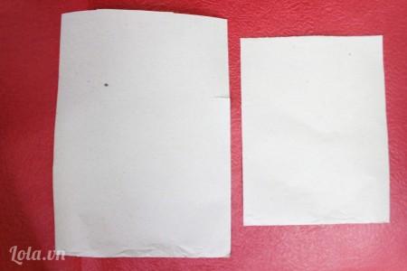 cắt giấy thành hình chữ nhật có kích thước 20x15cm và 16x13 cm, mỗi loại 20 tờ