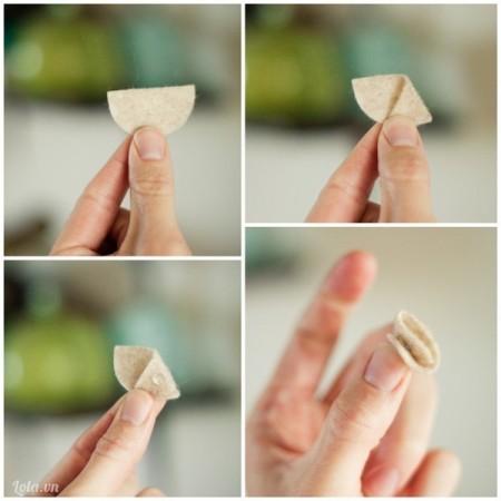 Sau khi cắt đôi chúng ra, bạn đính chúng lại thành hình chóp như hình