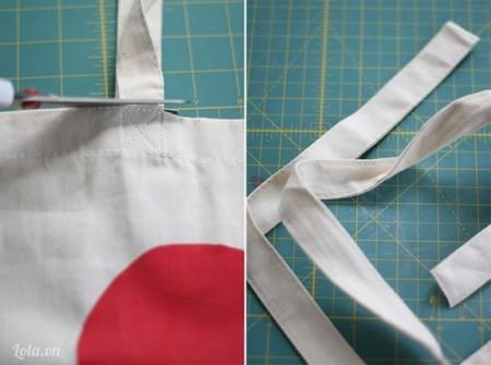 Dùng dao cắt đục hai lỗ nhỏ ở phía ngoài túi xách, ở giữa vị trí của dây đeo