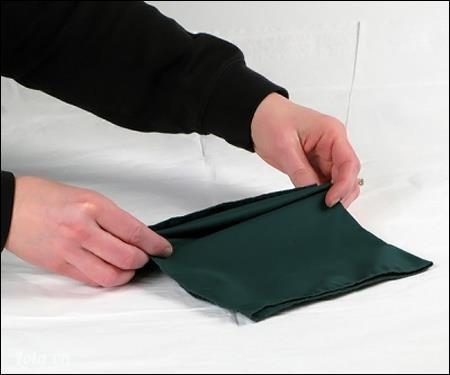 Gấp nếp từ dưới lên, với khoảng cách mỗi nếp gấp từ 2 – 3cm.