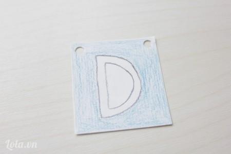Bấm 2 lỗ đối xứng trên giấy