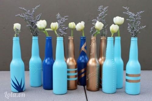 Tái chế vỏ chai thành bình cắm hoa độc đáo