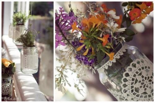 Làm bình hoa vintage  từ chai thủy tinh