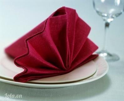 [Hướng dẫn] gấp khăn hình cánh quạt