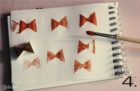 Bạn nên thử họa tiết của mình ở trên giấy trước để xem hình có đẹp và để cân bằng lượng màu để in lên áo