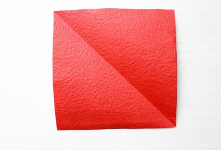 Cắt giấy thành hình vuông