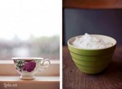 Bạn nên chọn loại sáp nến màu trắng tinh khiết để khi nấu chảy không có cặn trông sẽ đẹp hơn. Bào hoặc bẻ vụn để khi đun sáp mau tan chảy.