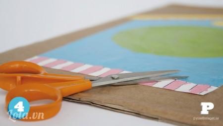 Dán bản thảo lên bìa cứng và cắt theo hình bản thảo