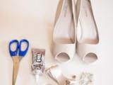 Làm nơ cho giày cưới