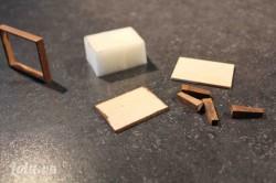 Cắt phần gỗ vụn, muốt theo như hình bạn cần. Đo kích thước của miếng muốt khích với diện tích khung ghế .