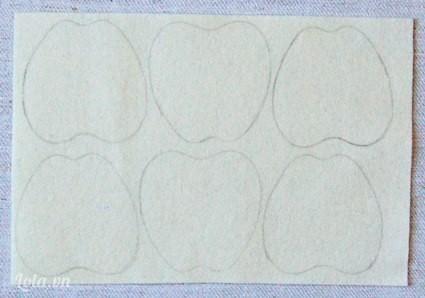 Dùng bút chì vẽ hình quả táo lên tấm vải trắng này.