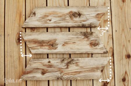 Bạn cắt xéo ba miếng gỗ như trong hình