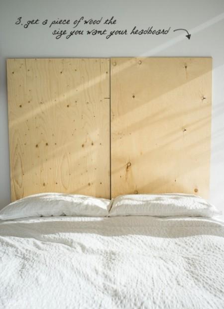 Bạn cần chuẩn bị hai tấm ván có chiều rộng bằng với chiều rộng của giường, chiều dài tùy ý bạn