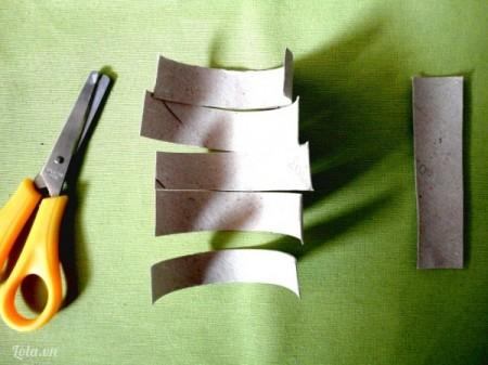 Các mảnh còn lại bạn cắt thành bốn phần với chiều ngang rộng 2cm