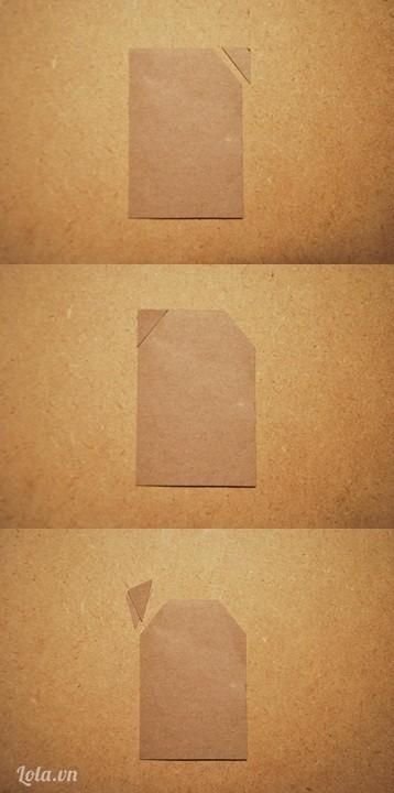 Cắt hai góc bên phải và bên trái của tấm giấy nhỏ
