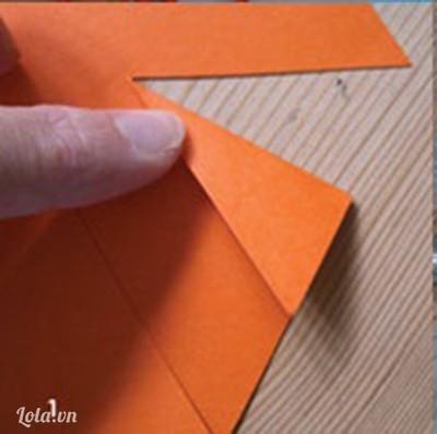 Bạn tải mô hình chong chóng về sau đó cắt giấy màu theo mẫu đã tải.