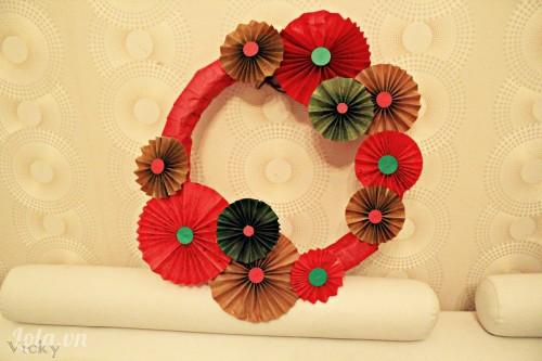 Làm vòng hoa trang trí Noel