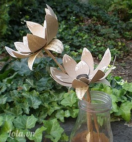 Làm hoa từ lõi giấy ăn